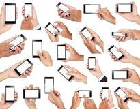 Grupo de mão que guarda o telefone esperto móvel com tela vazia fotos de stock