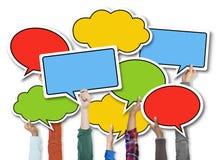 Grupo de mãos que guardam bolhas do discurso Imagem de Stock
