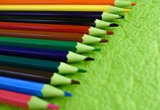 grupo de madeira dos lápis da cor a tirar ilustração stock