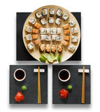 Grupo de maki e de rolos do sushi isolados no branco Foto de Stock Royalty Free