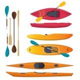 Grupo de mar e caiaque e pás coloridos do whitewater Fotos de Stock Royalty Free