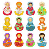 Grupo de matrioshka isolado das bonecas do russo Foto de Stock