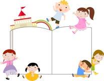 Grupo de miúdos e de livro Imagem de Stock Royalty Free