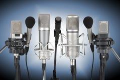 Grupo de microfones profissionais Fotografia de Stock Royalty Free