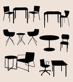 Grupo de mobília. Tabelas e cadeiras.  silhueta ilustração do vetor