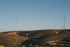 Grupo de moinhos de vento para a produção energética elétrica renovável Fotografia de Stock
