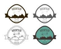 Grupo de moldes do logotipo do acampamento da montanha outdoor ilustração stock