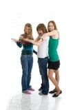 Grupo de muchachas con el confeti aislado en un blanco Foto de archivo libre de regalías