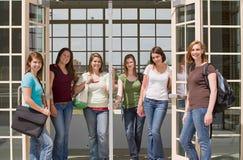 Grupo de muchachas de universidad Fotos de archivo