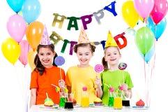 Grupo de muchachas felices con los caramelos coloridos Imagen de archivo libre de regalías