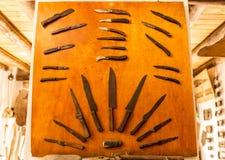 Grupo de muitas facas e de facas Imagem de Stock Royalty Free