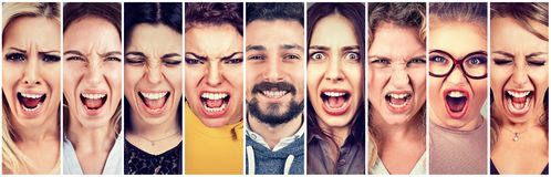 Grupo de mujeres enojadas subrayadas frustradas y de un hombre sonriente feliz de la barba foto de archivo libre de regalías
