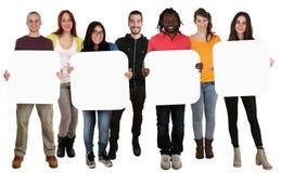 Grupo de multi povos étnicos novos que guardam o copyspace para quatro le Fotos de Stock