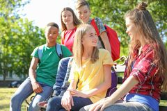 Grupo de niños al aire libre el día soleado Foto de archivo libre de regalías