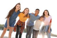 Grupo de niños al aire libre el día soleado Imagen de archivo libre de regalías