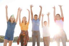 Grupo de niños al aire libre el día soleado Fotos de archivo libres de regalías