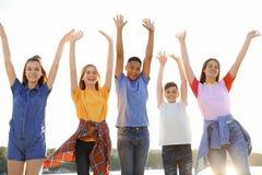 Grupo de niños al aire libre el día soleado Fotos de archivo