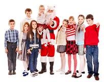 Grupo de niños con Papá Noel. Foto de archivo