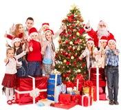 Grupo de niños con Papá Noel. Imagen de archivo