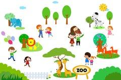 Grupo de niños en parque zoológico Fotos de archivo