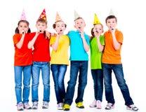 Grupo de niños felices con los ventiladores del partido Fotografía de archivo