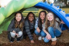 Grupo de niños felices que juegan afuera Imagen de archivo libre de regalías