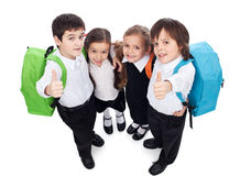 Grupo de niños que dan los pulgares encima de la muestra - de nuevo a escuela Imagen de archivo libre de regalías
