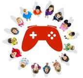 Grupo de niños y de concepto del juego Imagen de archivo libre de regalías