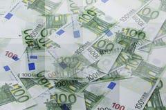 Grupo de 100 notas euro abstraiga el fondo Imagen de archivo libre de regalías