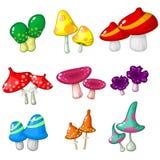 Grupo de nove cogumelos venenosos fantásticos dos cogumelos para o projeto de jogo de vídeo Fotos de Stock Royalty Free
