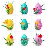Grupo de nove ovos da páscoa em um fundo transparente com flores e grama Imagem de Stock Royalty Free