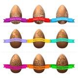 Grupo de nove ovos da páscoa feitos do chocolate em um fundo transparente com fita Imagens de Stock