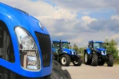 Grupo de nueva Holland Agricultural Tractors en la exhibición Foto de archivo libre de regalías