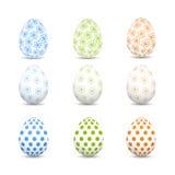 Grupo de ovos da páscoa coloridos em um fundo branco Fotos de Stock Royalty Free