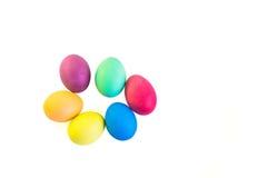 Grupo de ovos da páscoa coloridos isolados em um fundo branco Imagem de Stock Royalty Free
