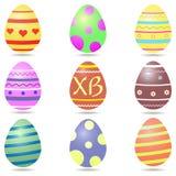 Grupo de ovos da páscoa multi-coloridos com testes padrões, centro com letras XB, no fundo branco ilustração royalty free