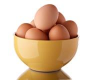 Grupo de ovos em uma bacia cerâmica Imagem de Stock Royalty Free