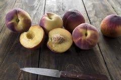 Grupo de pêssegos vermelhos maduros Imagens de Stock Royalty Free