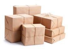 Grupo de pacote envolvido com papel de embalagem marrom Fotografia de Stock