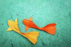 Grupo de papel dos peixes do origâmi foto de stock