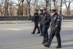 Grupo de passeio dos agentes da polícia de NYC Foto de Stock Royalty Free