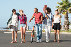 Grupo de passeio dos amigos Foto de Stock