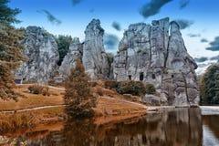 Grupo de pedra Externsteine perto da cidade de Detmold, Alemanha imagens de stock