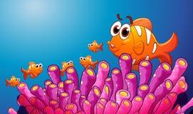 Grupo de peixes em uma água azul ilustração do vetor