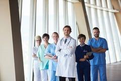 Grupo de personal médico en el hospital foto de archivo libre de regalías