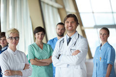 Grupo de personal médico en el hospital fotos de archivo libres de regalías