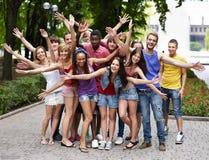 Grupo de personas al aire libre. Fotografía de archivo