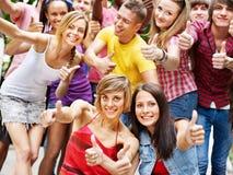 Grupo de personas al aire libre. Fotos de archivo