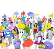 Grupo de personas con el medios icono social Imagenes de archivo