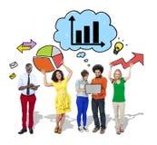 Grupo de personas con los diagramas del crecimiento Imagen de archivo